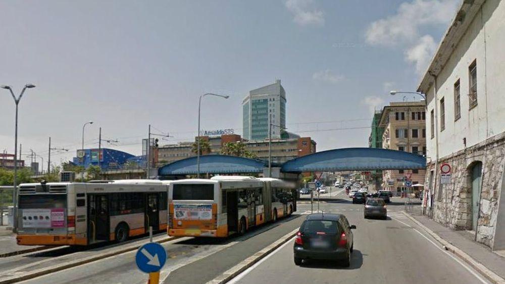 Lite stradale in via degola a sampierdarena denunciato 38enne for Vecchi piani colonica con foto