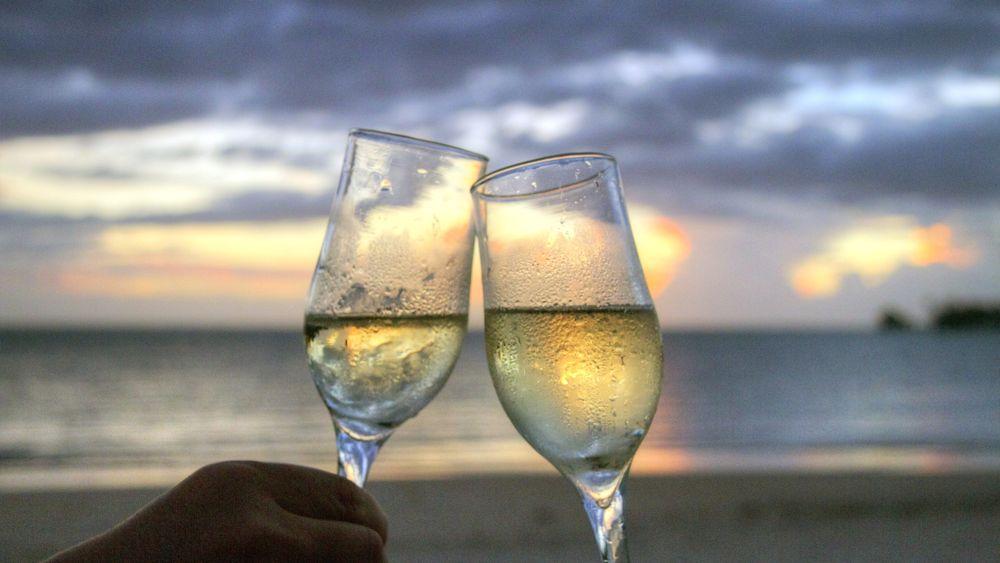 Matrimonio Spiaggia Brindisi : Matrimonio nella baia del silenzio a sestri levante