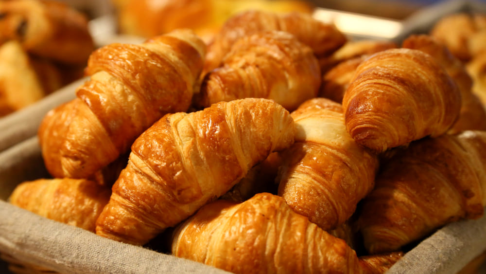 http://www.genovatoday.it/~media/horizontal-hi/62226146937168/croissant-brioche-colazioni-2.jpeg